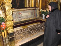 Her Imperial Highness visits the grave of Patriarch Alexis II at the Epiphany Cathedral at Yelokhovo in Moscow